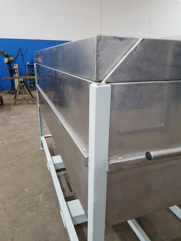 Vasca inox per carico resina con valvola a saracinesca   Dettaglio 5