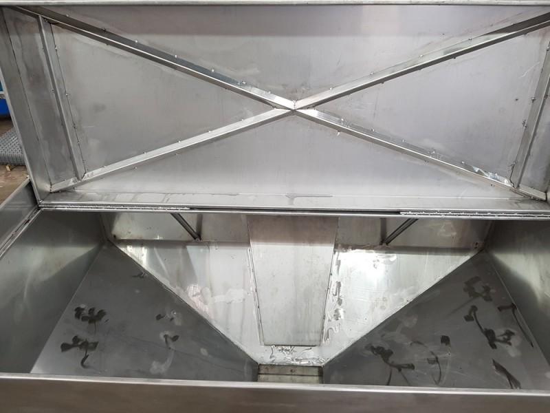 Vasca inox per carico resina con valvola a saracinesca   Dettaglio 11