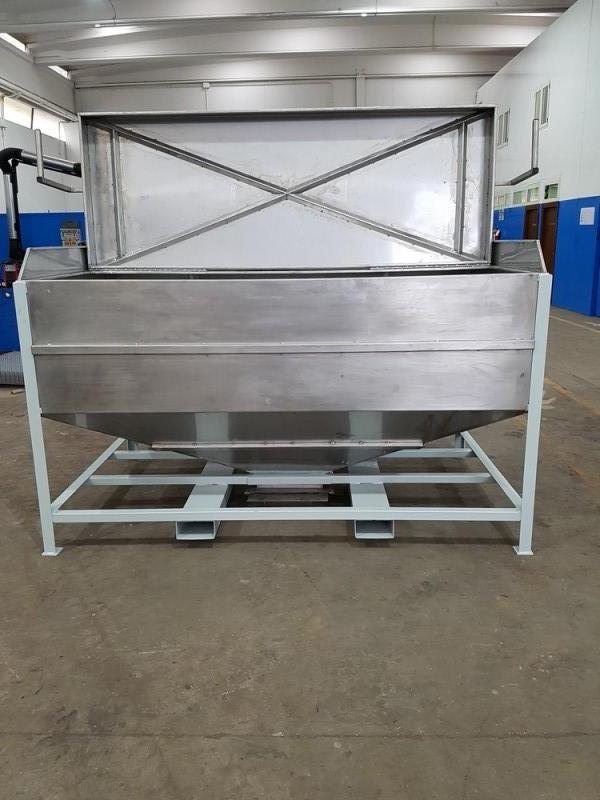 Vasca inox per carico resina con valvola a saracinesca   Dettaglio 9