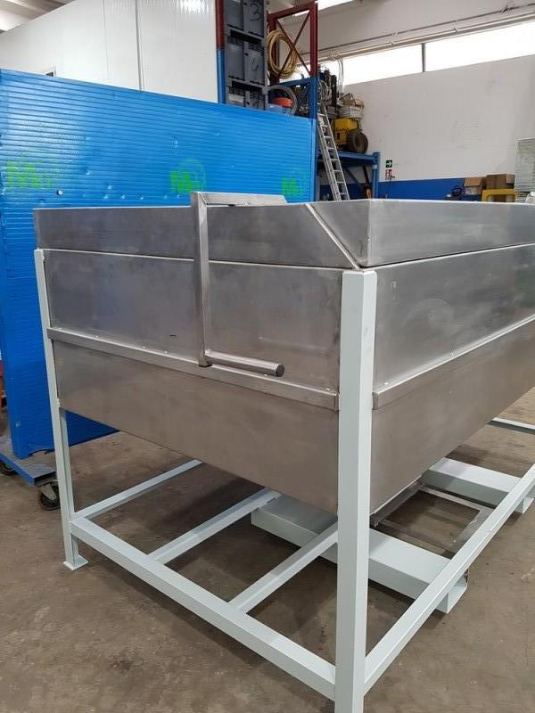 Vasca inox per carico resina con valvola a saracinesca   Dettaglio 2