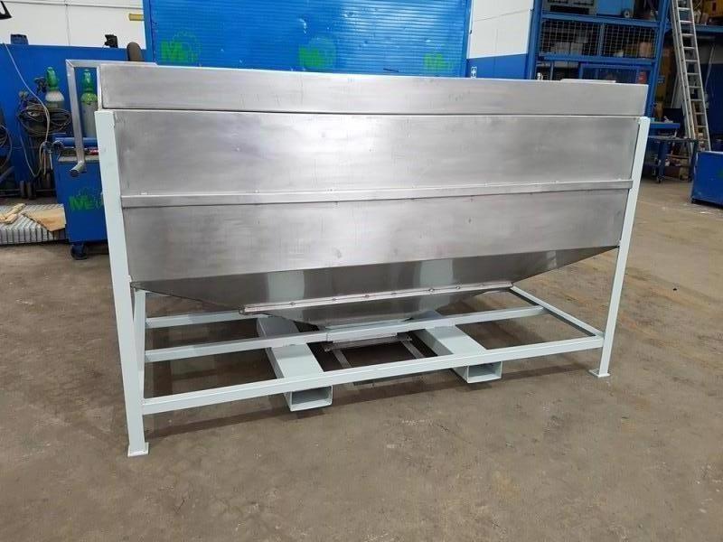 Vasca inox per carico resina con valvola a saracinesca   Dettaglio 1