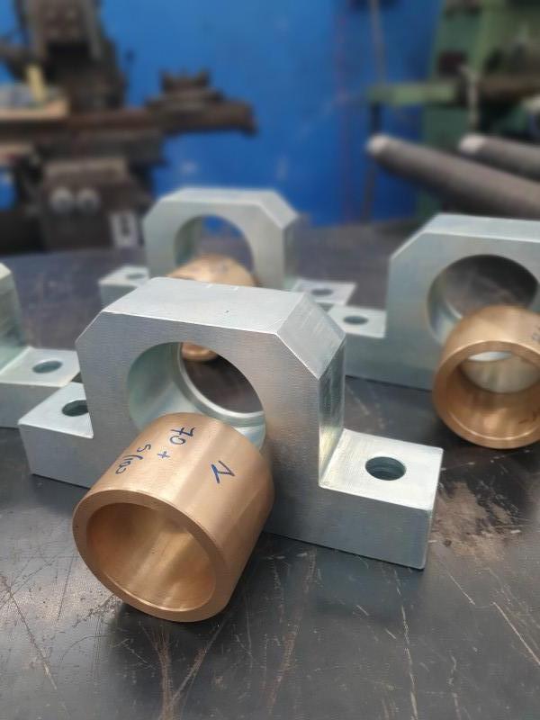 Supporto cuscinetto acciaio zincato con boccola bronzo a tolleranza | Dettaglio 1